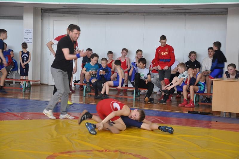 В Вурнарах прошел турнир по вольной борьбе памяти Героя Советского Союза Анатолия Иванова