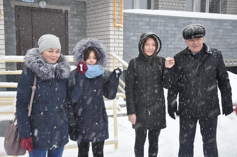 В Вурнарском районе трое детей-сирот получили ключи от новых квартир