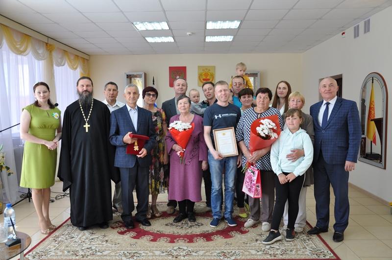 В Вурнарском районе чествовали семей – символов крепких семейных уз и трудолюбия