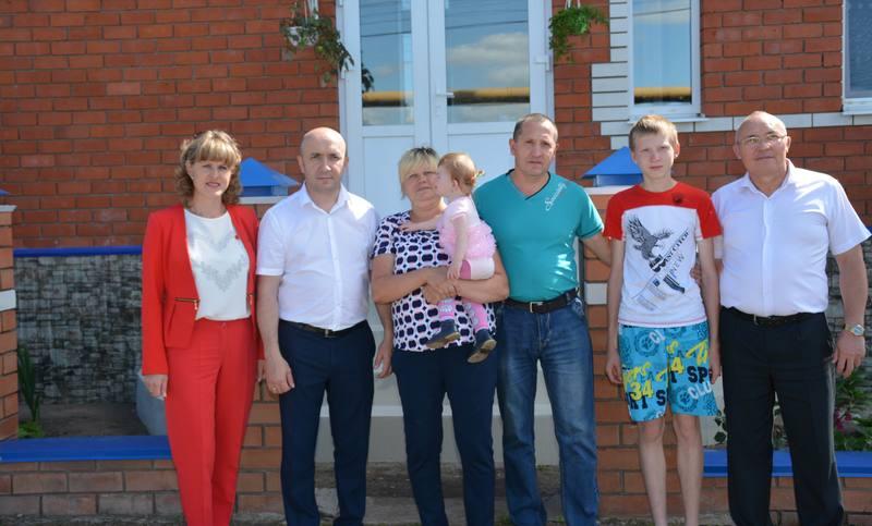 Министр сельского хозяйства Чувашии побывал в гостях у Давыдовых в Вурнарском районе