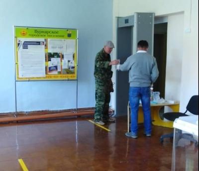 Жители Вурнарского района активно являются на участки для голосования